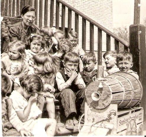 Olive-Shaw-with-Sutherland-Mission-kindergarten-children