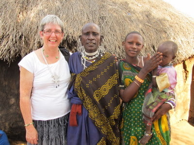 Kathy-Platt-with-women-in-Africa