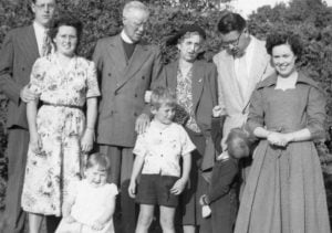 Muriel-Bamford-with-family
