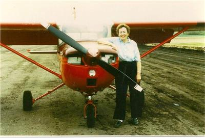 Mary-Pyne-with-her-plane-no-date